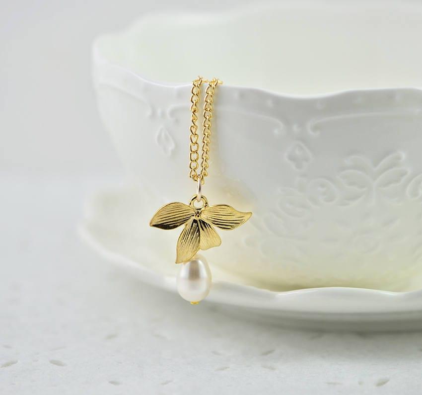 Gold Leaf Swarovski Drop Pearl Necklace White Teardrop Pendant