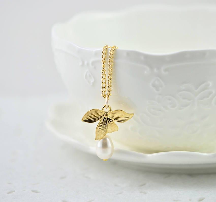 Gold Leaf Swarovski Drop Pearl Necklace White Teardrop Simple