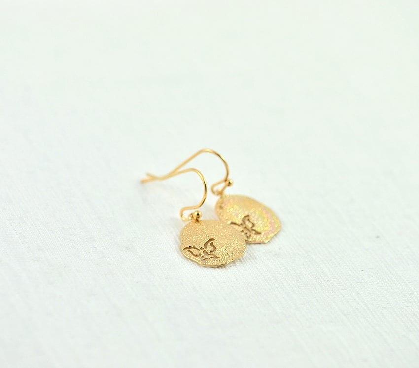 cc379f2358ba6 Simple Gold Butterfly Cutout Earrings